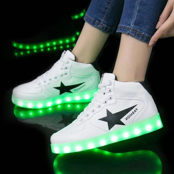 72966459 10217844929548029 4338568627167952896 n 555x555 - Tenis de Carga USB Zapatillas luminosas zapatos Led de zapatos iluminados
