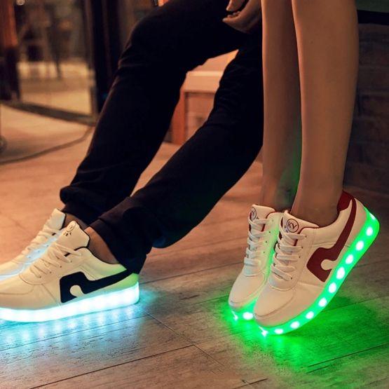 74495169 10217844930068042 8355346858431741952 n 555x555 - Tenis de Carga USB Zapatillas luminosas zapatos Led de zapatos iluminados