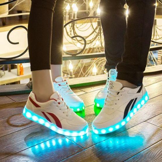 74602110 10217844930748059 2568159438191984640 n 555x555 - Tenis de Carga USB Zapatillas luminosas zapatos Led de zapatos iluminados