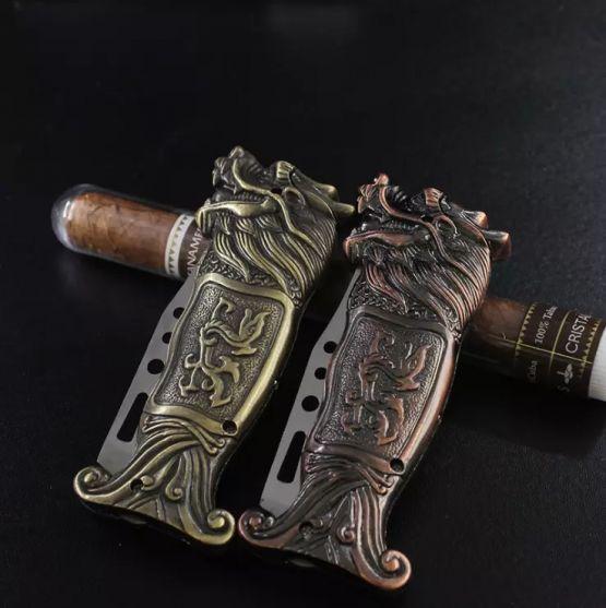 302194637 131666723 555x557 - Encendedor de Dragón con cuchillo plegable