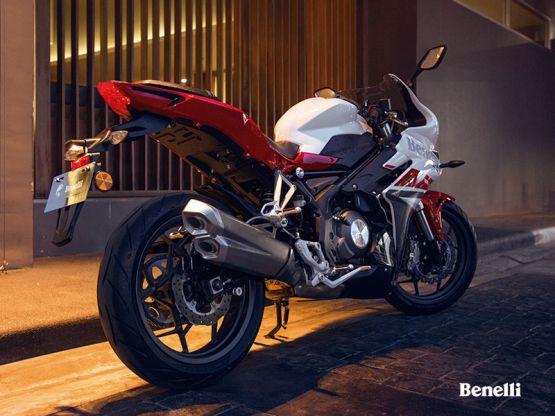 302R adsweb 27 555x416 - Motocicleta Deportiva Benelli 302R Modelo 2019