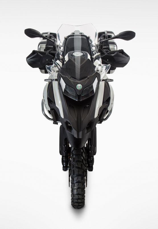 benelli trk502 gallery 1600x800 3 555x803 - Motocicleta Benelli TRK 502 500cc Modelo 2020