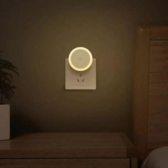 Xiaomi Mijia Luz Lampara LED Sensor de Noche para el hogar 3 555x556 - Xiaomi Mijia Luz LED Tactil con Sensor de Noche para el Hogar